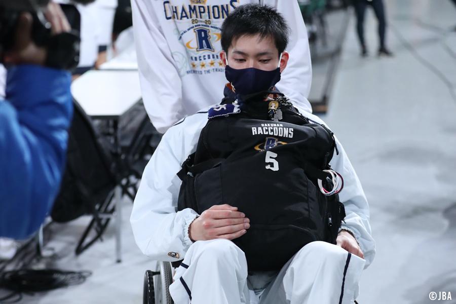 車椅子に乗る小川敦也
