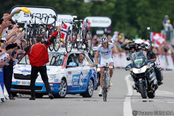 ツール・ド・フランスを知るための100の入り口:スタッフもファンも体力勝負