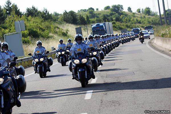 ツール・ド・フランスを知るための100の入り口:警備の警官