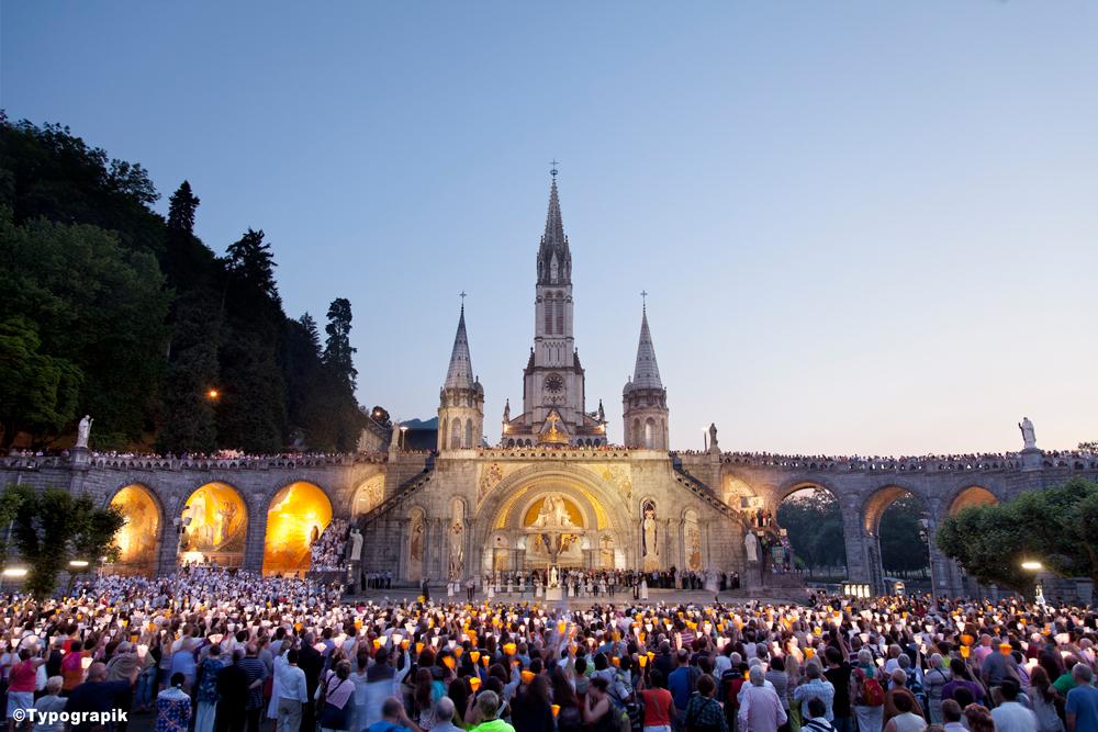 病を治すと言われる泉がわき出るという聖地ルルドの大聖堂
