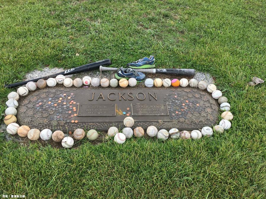 """サウスカロライナ州グリーンビルにある""""シューレス""""・ジョー・ジャクソンの墓"""