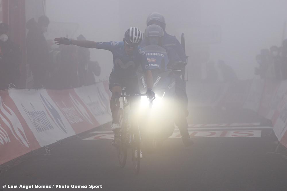 濃霧の中でフィニッシュしたミヘルアンヘル・ロペス