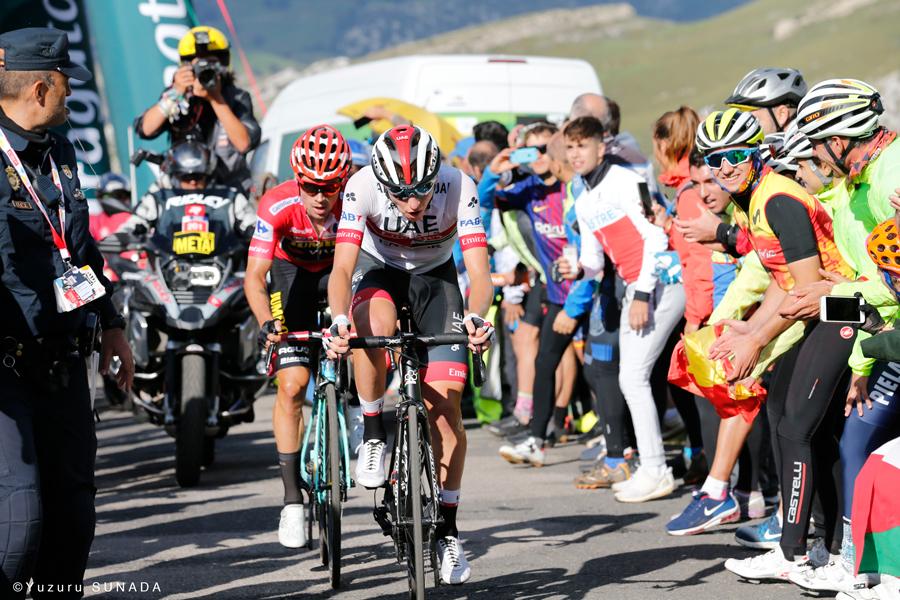 第13ステージ、タディ・ポガチャルと共闘するプリモシュ・ログリッチェ